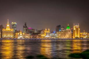 夜の上海外灘の写真素材 [FYI02041693]