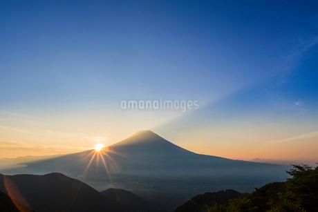 富士山のシルエットの写真素材 [FYI02041803]