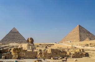 スフィンクスとピラミッドの写真素材 [FYI02041980]