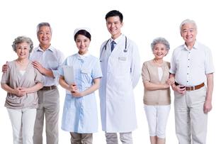 老夫婦と医師と看護師の写真素材 [FYI02042117]