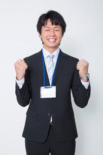 ガッツポーズをするビジネスマンの写真素材 [FYI02042392]