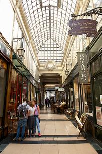 パリのショッピングアーケードの写真素材 [FYI02042546]