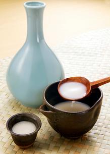 韓国の酒 マッコリの写真素材 [FYI02042960]