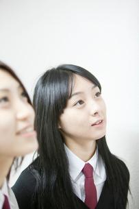 制服姿の女子学生2人アップの写真素材 [FYI02042973]