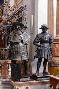 インスブルックの宮廷教会の写真素材 [FYI02042994]