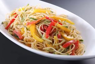 サラダスパゲティの写真素材 [FYI02043222]