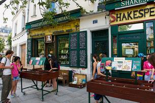 パリの本屋の写真素材 [FYI02043446]