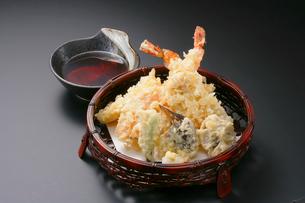 天ぷら盛り合わせの写真素材 [FYI02043708]