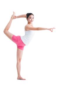ヨガをする若い女性の写真素材 [FYI02043752]