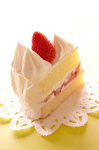イチゴのショートケーキの写真素材 [FYI02044136]