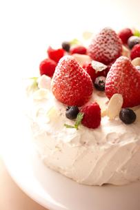 デコレーションケーキのアップの写真素材 [FYI02044182]