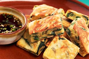 韓国料理 チヂミの写真素材 [FYI02044264]
