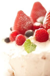 デコレーションケーキのアップの写真素材 [FYI02044544]