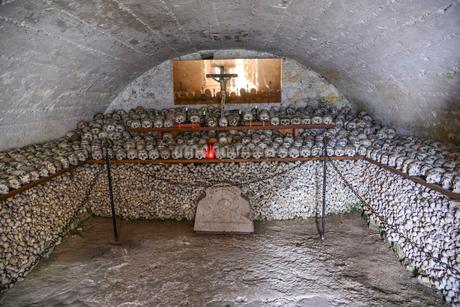 ハルシュタット納骨堂の写真素材 [FYI02045850]