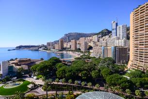 モナコのビーチと高層ビルの写真素材 [FYI02046358]