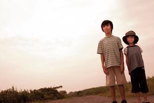 2人の子供の写真素材 [FYI02047499]