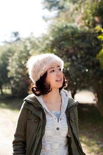 帽子を被った女性の写真素材 [FYI02047837]