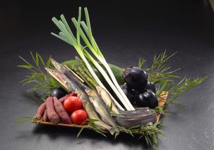魚と野菜盛り合わせの写真素材 [FYI02048047]