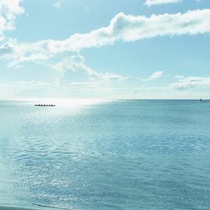 海とカヌーの写真素材 [FYI02048771]