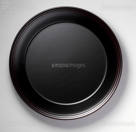 黒い皿の写真素材 [FYI02048934]