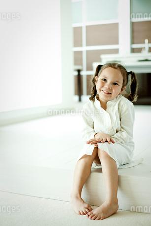 笑顔の女の子の写真素材 [FYI02049060]