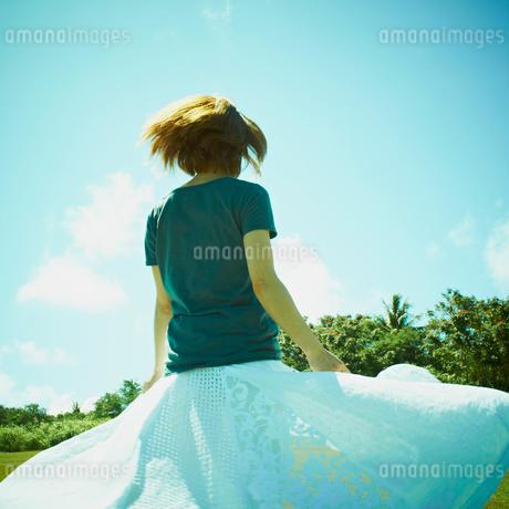 女性の後姿の写真素材 [FYI02049446]
