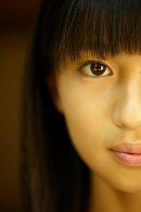 女の子の顔のアップの写真素材 [FYI02049602]