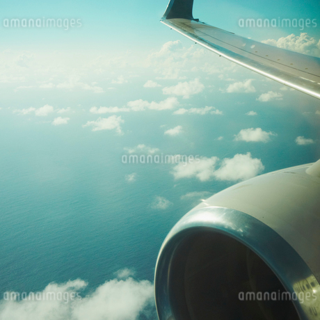 飛行機から見下ろす雲の写真素材 [FYI02049639]