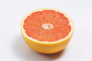 ルビーグレープフルーツの写真素材 [FYI02049657]