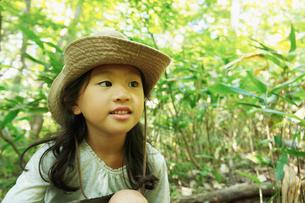 帽子を被った女の子の写真素材 [FYI02049808]