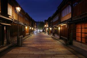 夜のひがし茶屋街 石川県の写真素材 [FYI02049942]