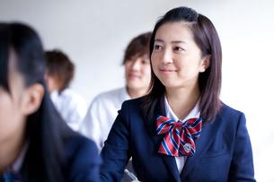 授業を受ける女子学生の写真素材 [FYI02049956]