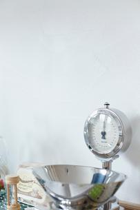 キッチンスケールと砂時計の写真素材 [FYI02050007]