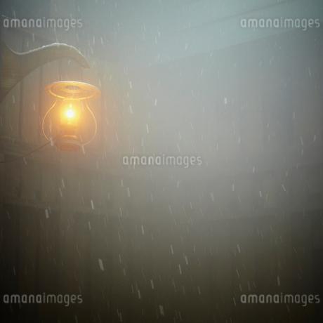 ランプと雪の写真素材 [FYI02050244]