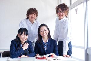教室の学生達の写真素材 [FYI02050664]