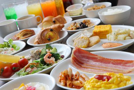 朝食バイキングの写真素材 [FYI02050781]