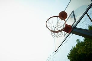 バスケットボールのゴールの写真素材 [FYI02050846]