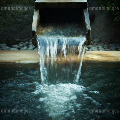 温泉の湯口の写真素材 [FYI02051550]
