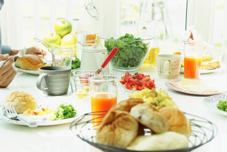 朝食の食卓の写真素材 [FYI02051685]