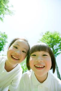 笑顔の男の子と女の子の写真素材 [FYI02051773]