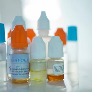 薬の容器の写真素材 [FYI02051892]