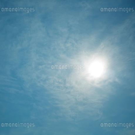 青空の太陽の写真素材 [FYI02051927]