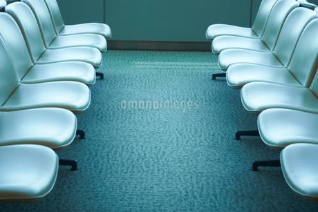 並んだ椅子の写真素材 [FYI02052062]