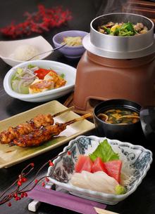 刺身と焼き鳥と炊き込みご飯の写真素材 [FYI02052360]
