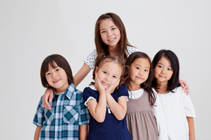 5人の子供達の写真素材 [FYI02052599]