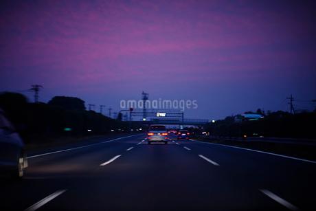 夕暮れの首都高の写真素材 [FYI02052660]