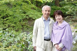 笑顔のシニア夫婦の写真素材 [FYI02052669]