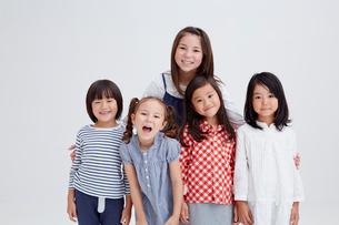 5人の子供達の写真素材 [FYI02052684]
