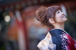 振袖姿の女性の横顔の写真素材 [FYI02052910]
