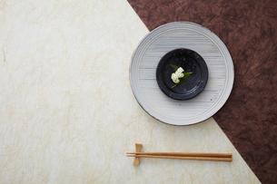 皿と箸の写真素材 [FYI02053127]